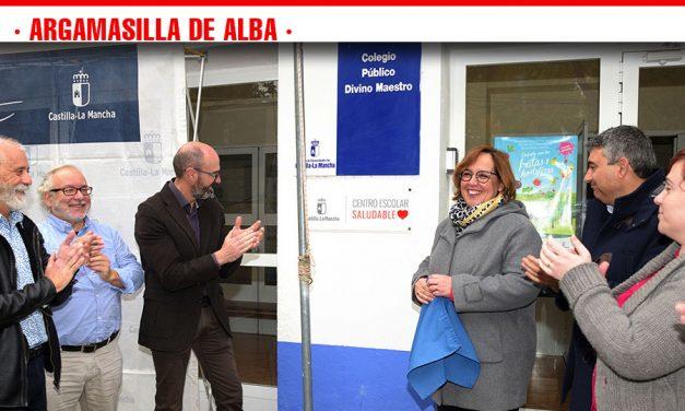 Los CEIP Divino Maestro y Azorín ya lucen en sus entradas las placas como centros escolares saludables