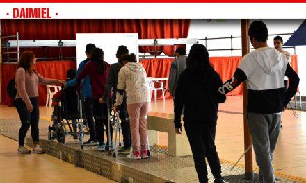 Los escolares de Daimiel experimentan los problemas de las personas con discapacidad