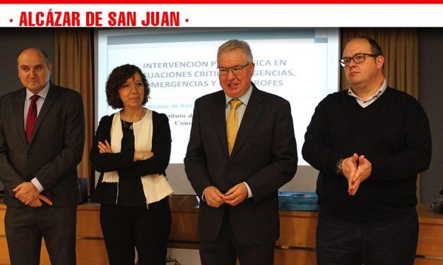 """La alcaldesa alcazareña inaugura el curso de """"Intervención psicológica en situaciones críticas"""""""