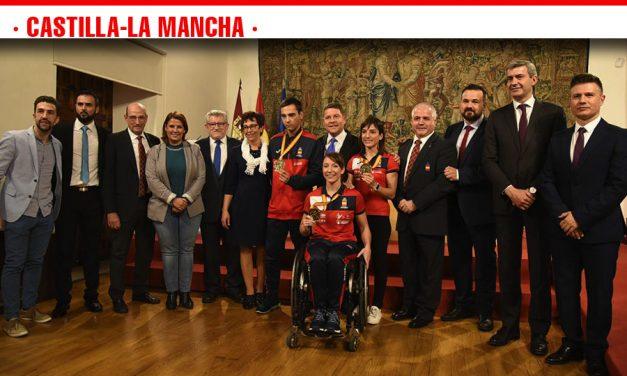 """García-Page invita a los campeones castellano-manchegos del Mundial de Kárate a no perder los valores que les han llevado a ser """"un ejemplo"""""""