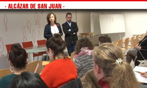 Entrega de diplomas al alumnado que ha finalizado el Curso de Formación del Programa 'Emplea' impulsado por la Diputación de Ciudad Real