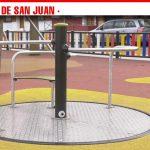 La Plaza del Arenal amplía su parque infantil con la incorporación de columpios inclusivos