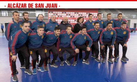 Visita de estudiantes y autoridades municipales en el entrenamiento de puertas abiertas de la Selección Nacional Absoluta de Fútbol Sala