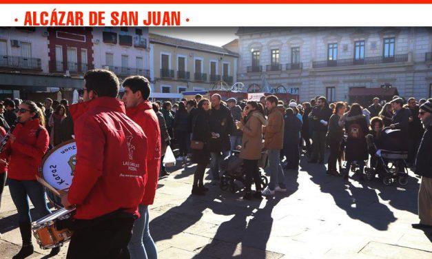 Alcázar de San Juan despide el año 2018 con las Uvas Solidarias al son de las doce campanadas en la Plaza de España