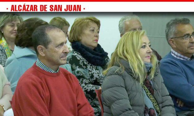 Presentación del Programa Municipal de Educación Ambiental en el acto de reconocimiento al profesorado jubilado de Alcázar