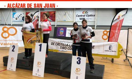 Las alcazareñas Eva Fernández y Mercedes Orduña, terceras en el X Campeonato de Arco Tradicional y Desnudo de Sala