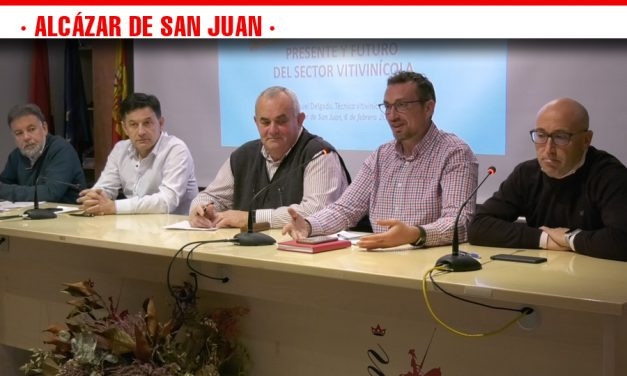 Reunión de la Unión de Pequeños Agricultores de Castilla-La Mancha en Alcázar para reclamar una Ley de la Viña y el Vino en la región