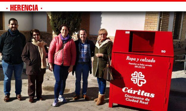 El Ayuntamiento de Herencia y Cáritas Diocesana de Ciudad Real convenían la recogida de ropa usada