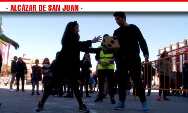 Multitud de niños participan en los 'Juegos contra el Hambre' de Manos Unidas en la Plaza de España