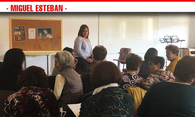 Una treintena de mujeres participaron en el taller de gestión de emociones