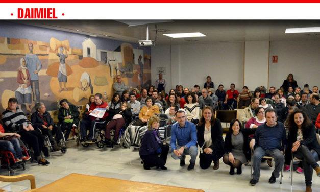 Triple empate en el primer premio del concurso de Carteles para Personas con Discapacidad de la OMIC