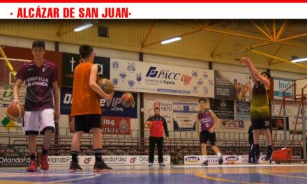 Una cincuentena de niños participan en el Campus de Baloncesto de Semana Santa en Alcázar de San Juan