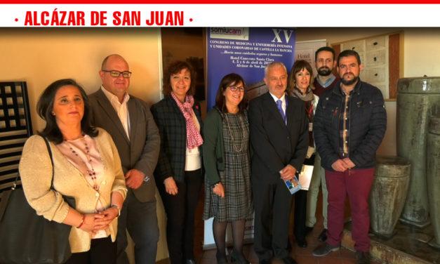El Congreso de Medicina Interna y Enfermería reúne a más de un centenar de profesionales de toda la región en Alcázar