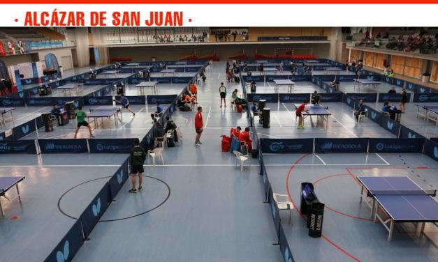 El pabellón Vicente Paniagua se llena de público en el Campeonato de Tenis de Mesa que finaliza este domingo