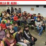 """La Biblioteca Municipal """"Cervantes"""" organizó el encuentro de escolares y estudiantes con el escritor Carles Cano"""
