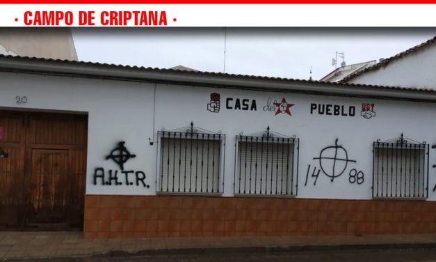 """El PSOE denuncia ante la Guardia Civil las """"intolerables"""" pintadas fascistas aparecidas en la fachada de su sede de Campo de Criptana"""