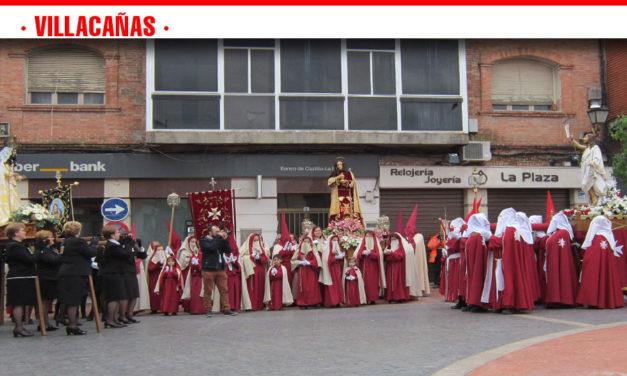 El tiempo da una tregua y permite procesionar al Resucitado por las calles de Villacañas