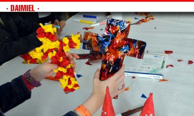 Decenas de niños participan de los talleres cofrades