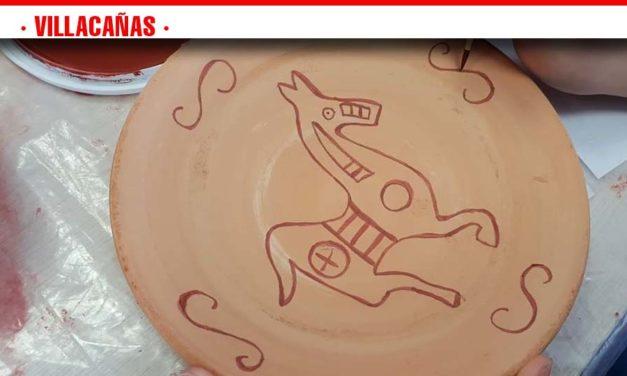 Taller de arqueología para niños celebrado ayer en Villacañas