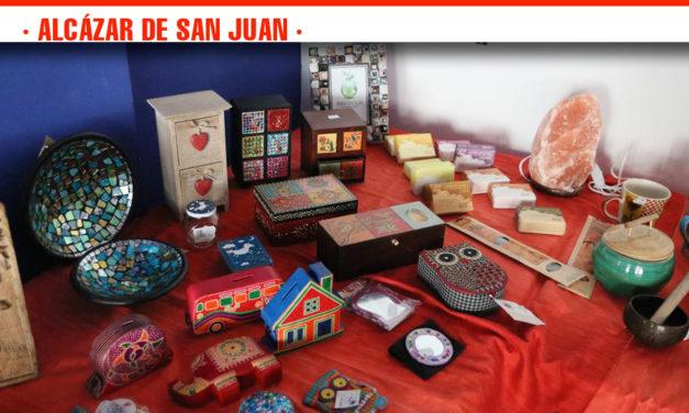 Inauguración de la tienda de comercio justo de la XXIII Semana de la Solidaridad que se celebra del 6 al 10 de mayo