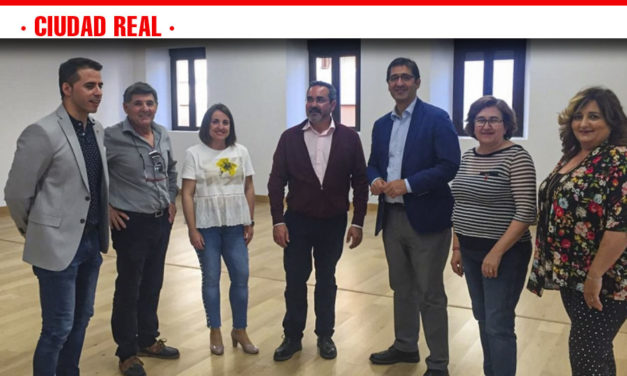 El presidente de la Diputación de Ciudad Real, José Manuel Caballero, ha visitado la localidad de Pedro Muñoz, donde ha sido recibido por el alcalde, Juan José Fernández Zarco