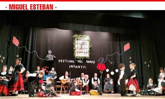 Los mayos y el folklore, protagonistas del inicio del mes de mayo en Miguel Esteban