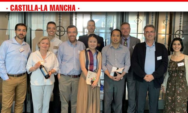 Un total de 15 bodegas de Castilla-La Mancha han presentado sus productos en distintos países de Asia de la mano del Gobierno regional