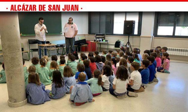 Los profesores de la Escuela Municipal de Música presentan su oferta en los colegios