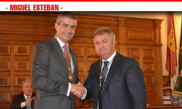Pedro Casas toma posesión como diputado provincial