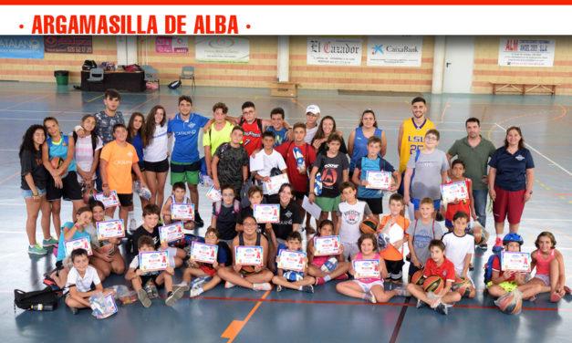 Más de una treintena de chicos y chicas han participado en el noveno campus del Club de Baloncesto Argamasilla