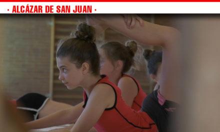 Disciplina, esfuerzo y constancia, valores que se inculcan en el Campus de Gimnasia Rítmica en Alcázar de San Juan