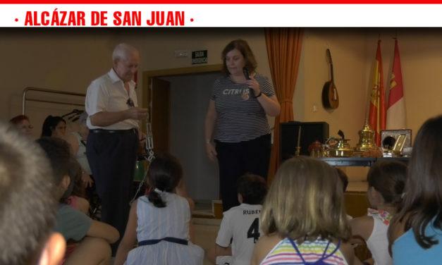 El Centro de Mayores celebra el Día del Abuelo acompañados por los niños del Tiempo Guay de Alcázar de San Juan