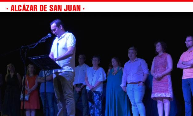 Música, bailes y el entretenido pregón del humorista Paco Guerrero dan comienzo a las Fiestas del Barrio El Santo, San Marcos y Devis