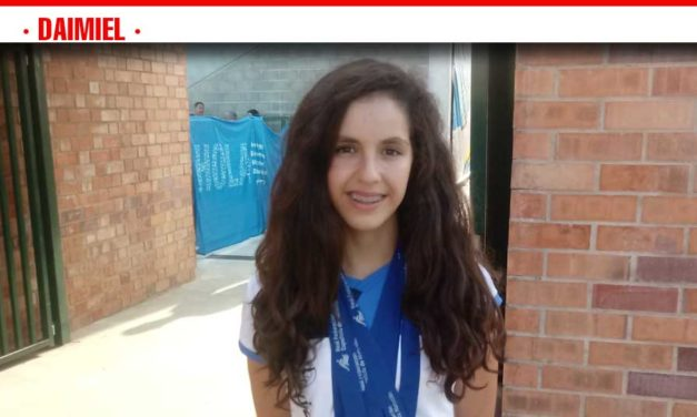 Laura Cabanes rompe pronósticos con tres oros y una plata en el Nacional de natación alevín
