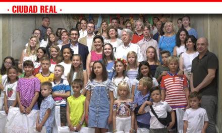 Cincuenta menores ucranianos llegan a Ciudad Real para disfrutar de las vacaciones estivales junto a sus familias de acogida