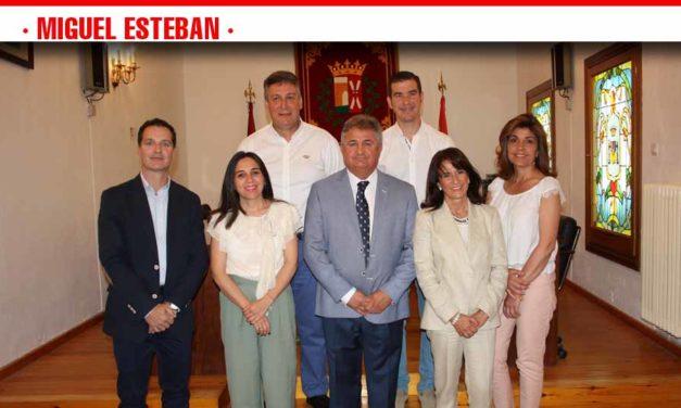 """El reparto de concejalías en Miguel Esteban se salda con algunas modificaciones """"para equilibrar responsabilidades"""""""