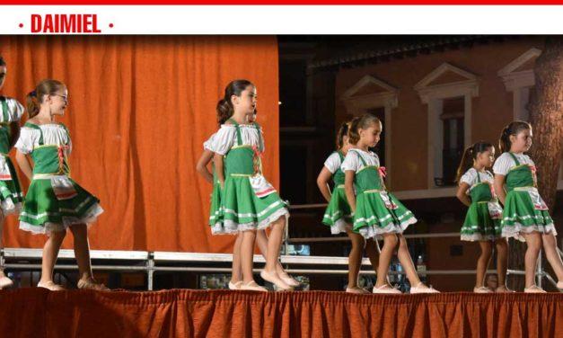 El VI Festival de Academias de Baile dinamiza el centro de Daimiel