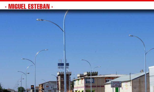 El Ayuntamiento de Miguel Esteban cambiará más de 1.000 farolas antiguas por tecnología Led