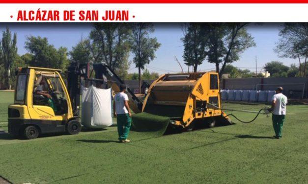 Comienza la instalación del nuevo césped en el Campo Municipal de Fútbol