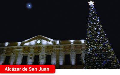 Alcázar de San Juan da la bienvenida a la Navidad con el encendido del alumbrado del gran árbol y el eje comercial