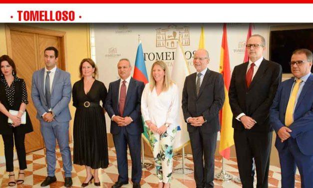"""Jiménez recibe en el Ayuntamiento a los impulsores del I Congreso Internacional """"Cuna de Oportunidades"""""""