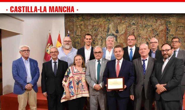 """El presidente de Castilla-La Mancha avanza que el sector vitivinícola quedará """"razonablemente bien protegido"""" por la próxima PAC"""