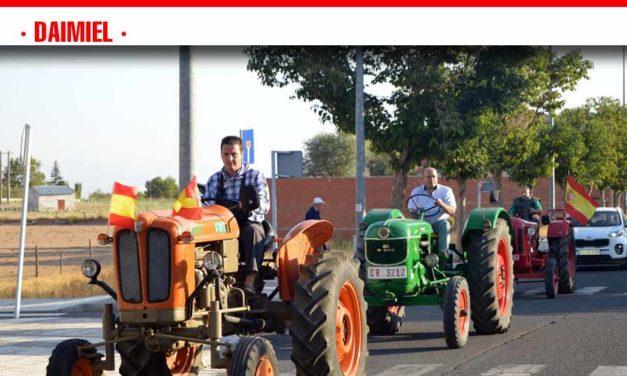 La recién constituida asociación para la defensa de la memoria agrícola se presenta con un pasacalle en el último día Feria