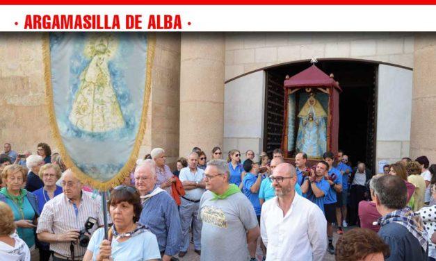 Cientos de argamasilleros y argamasilleras despiden a la Virgen de Peñarroya