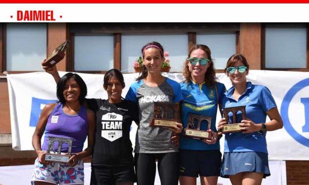 El club Saturno repite premio al mejor equipo mixto en la primera media maratón de septiembre