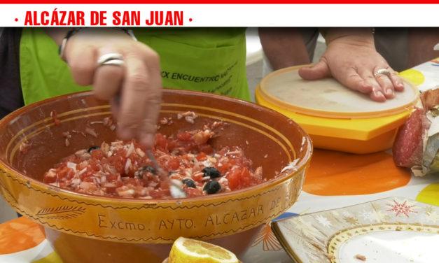 Tomate, cebolla, atún, huevo cocido, aceitunas, sal y aceite, ingredientes del plato estrella de la degustación gastronómica de la Feria de Día de Alcázar de San Juan