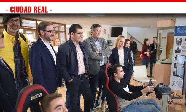 José Manuel Caballero Serrano, ha visitado esta mañana la Escuela Superior de Informática de la Universidad de Castilla-La Mancha