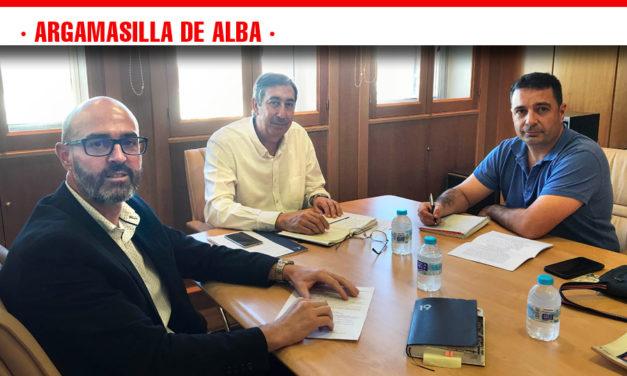 Jiménez y Navarro trasladan al nuevo delegado de Educación las necesidades que en el ámbito educativo tiene la localidad