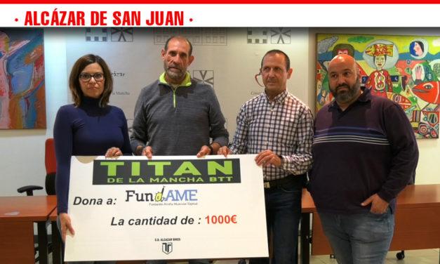 La organización de la Titán de La Mancha hace entrega de un cheque de 1000€ a Fundame