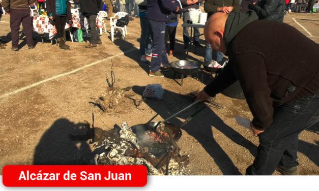 Familias y cuadrillas disfrutan de las gachas manchegas en el XXIII Encuentro Nacional de Amigos del Ferrocarril